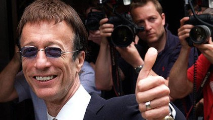 Robin Gibb In 2007, Robin Gibb of the Bee Gees attended the Ivor Novello Awards in London.