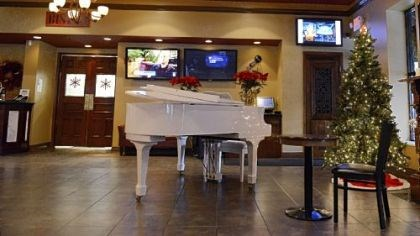 Roman 2 The entrance of Roman Bistro on Ardmore Boulevard features a baby grand piano.