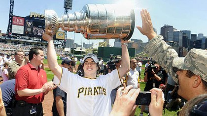 Sidney Crosby Sidney Crosby hoists the Stanley Cup while wearing a Pirates jersey as members of the Stanley Cup champion Pittsburgh Penguins attend a baseball game between the Pittsburgh Pirates and the Detroit Tigers.