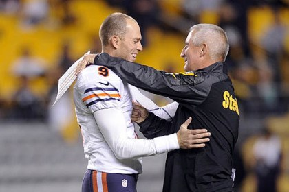 steele robbie gould Steelers special teams coordinator Danny Smith greets Bears kicker and Penn State grad Robbie Gould before the game Sunday night at Heinz Field.