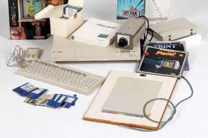 The Commodore Amiga computer The Commodore Amiga computer equipment used by Andy Warhol. Top: Andy Warhol and Debbie Harry introducing the Amiga 1000 in 1985.