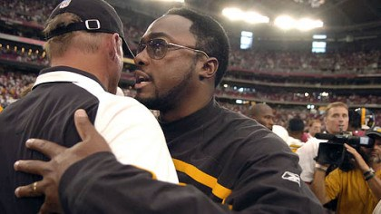 Tomlin and Whisenhunt Steelers head coach Mike Tomlin talks to Cardinals head coach Ken Whisenhunt at the end of the game yesterday.