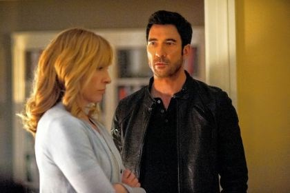 "Toni Collette and Dylan McDermott Toni Collette portrays a surgeon to the U.S. president and Dylan McDermott is a rogue FBI agent who wants to see that operation fail in ""Hostages,"" premiering Monday."