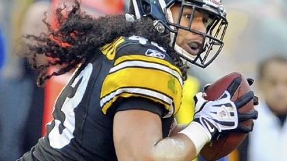 Troy Polamalu Troy Polamalu makes the iconic play of the 2010 season when he blitzes Baltimore quarterback Joe Flacco and knocks the ball loose to set up the winning touchdown.
