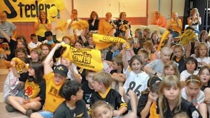 Young fans The Steelers quarterback was met with an enthusiastic welcome yesterday at Wyland Elementary.