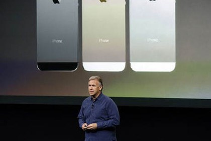 iphone 5s unveiled Phil Schiller, Apple's senior vice president of worldwide product marketing, speaks on stage in 2013 during the introduction of the new iPhone 5s, which included a fingerprint scanner known as Touch ID.