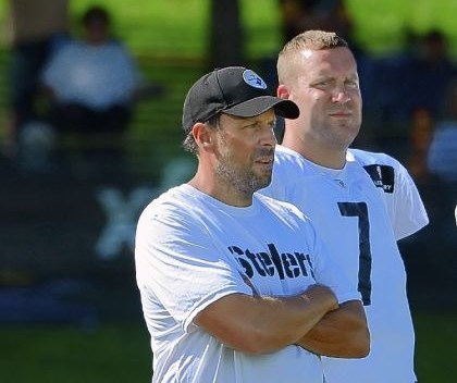 haley Steelers offensive coordinator Todd Haley standing with quarterback Ben Roethlisberger during Steelers' training camp