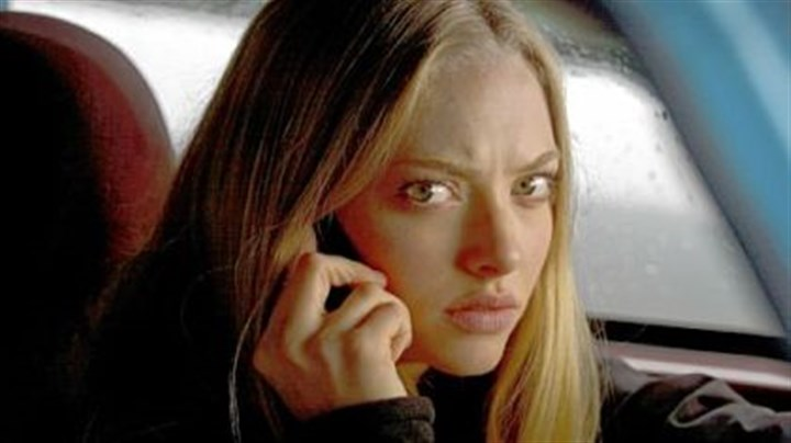 Amanda Seyfried fails to make the sale in 'Gone ...