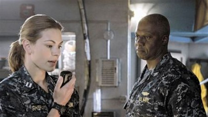 "Andre Braugher and Daisy Betts Andre Braugher, right, portrays a rogue captain of a submarine whose crew includes Daisy Betts in ABC's ""Last Resort."""