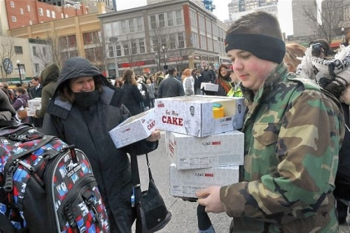 "balance Zach Nimal balances his family's three cakes as he waits in line to meet ""Cake Boss"" Buddy Valastro."