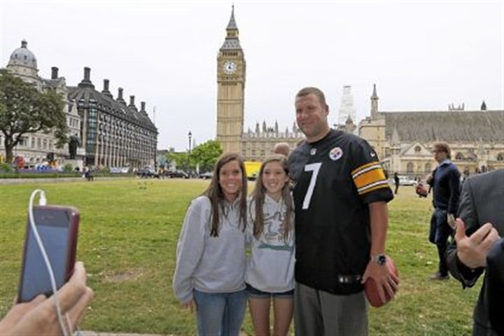 Ben Roethlisberger poses with a couple of young fans Ben Roethlisberger poses with a couple of young fans during his promotional trip to London this past week.