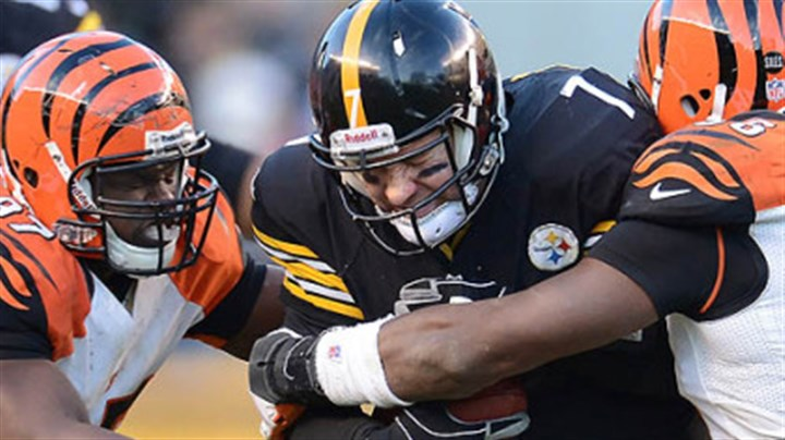 ben tackled by bengals Steelers quarterback Ben Roethlisberger is sacked during Sunday's game by Bengals Geno Atkins and Carlos Dunlap.