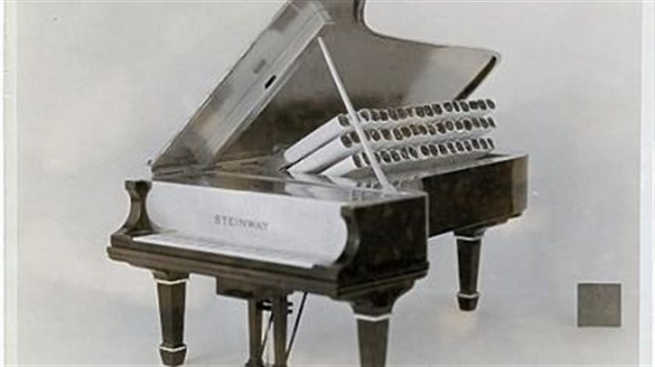 Black enamel cigarette case © Cartier Archives