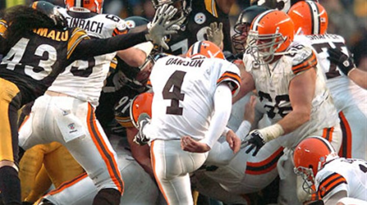 Browns Phil Dawson Browns' kicker Phil Dawson misses a 52-yard game-tying field goal in the closing seconds. (vs. Browns 11/11/07)