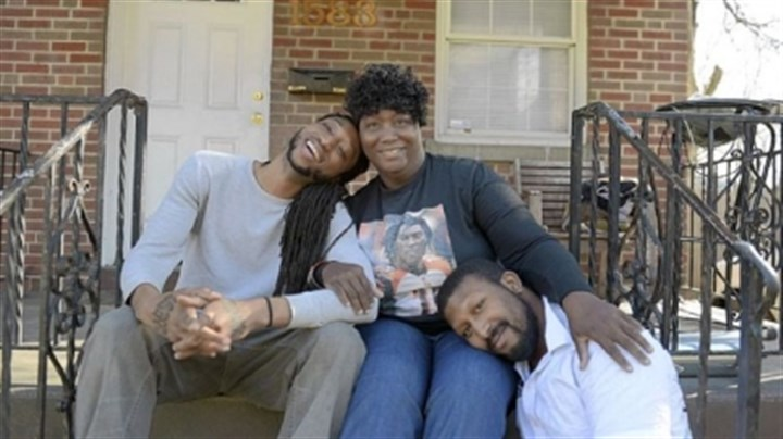 Carolyn Henry Glaspy Carolyn Henry Glaspy sits at her home in Cincinnati with her surviving sons, Marcus, 26, left, and Dereck, 23, right. Her son, Chris, who played for the Cincinnati Bengals and died in 2009, was arrested several times for off-the-field behavior, and his doctors think CTE may have been behind his behavioral problems.