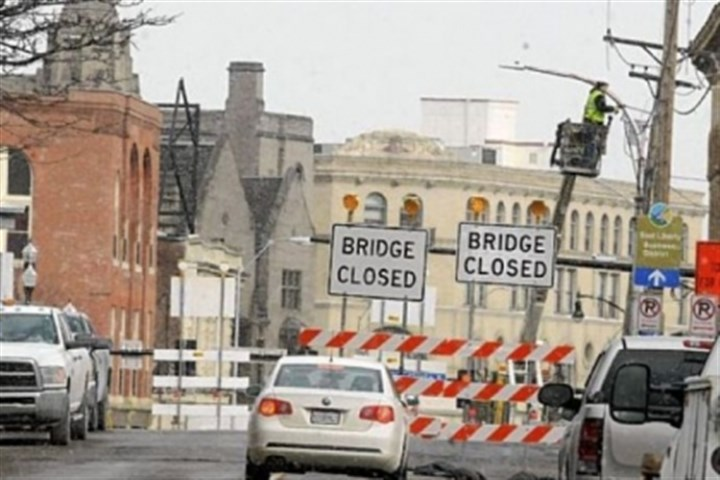closed South Highland Avenue Bridge Duquesne Light workers remove utility lines after the closing of the South Highland Avenue Bridge on Monday. A $2.9 million project to replace the bridge that links East Liberty and Shadyside will keep it closed to foot and vehicle traffic through September.