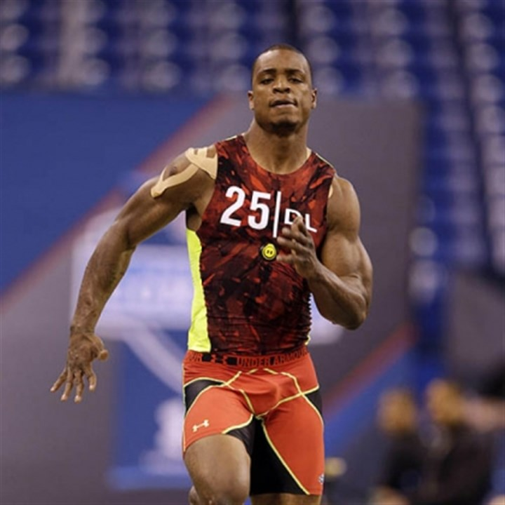 dion jordan combine Oregon defensive lineman Dion Jordan runs a drill at the NFL football scouting combine in Indianapolis today.