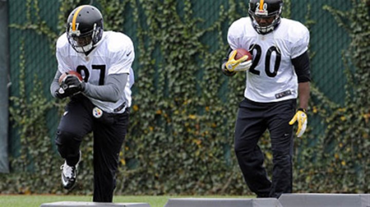 Dwyer and Batch Steelers' Jonathan Dwyer and Baron Batch go through drills during practice at the team's South Side Facility .
