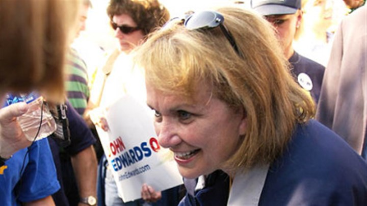 Elizabeth Edwards signs autographs Elizabeth Edwards signs autographs yesterday after her husband was endorsed for president by the United Steelworkers and United Mine Workers.