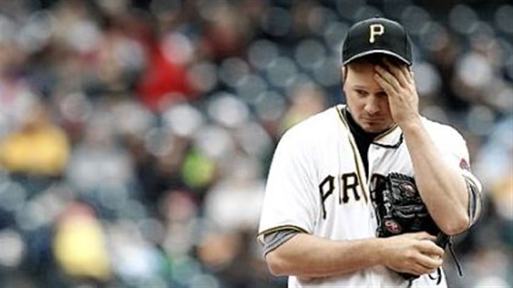 Erik Bedard Erik Bedard's record fell to 0-4 Sunday against the Cardinals at PNC Park. The Pirates have managed to score a total of three runs in Bedard's four starts this season.