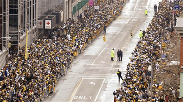 Fans await parade Fans line the Boulevard of the Allies awaiting the start of the Steelers Super Bowl parade, Downtown.