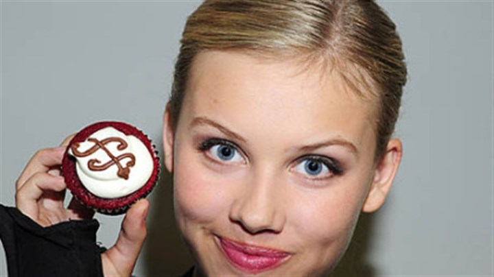 "Gracie Dzienny and her cupcakes ""Supah Ninjas"" actress Gracie Dzienny and her cupcakes. She bakes as many as eight dozen every Wednesday for the cast and crew as the Nickelodeon show."