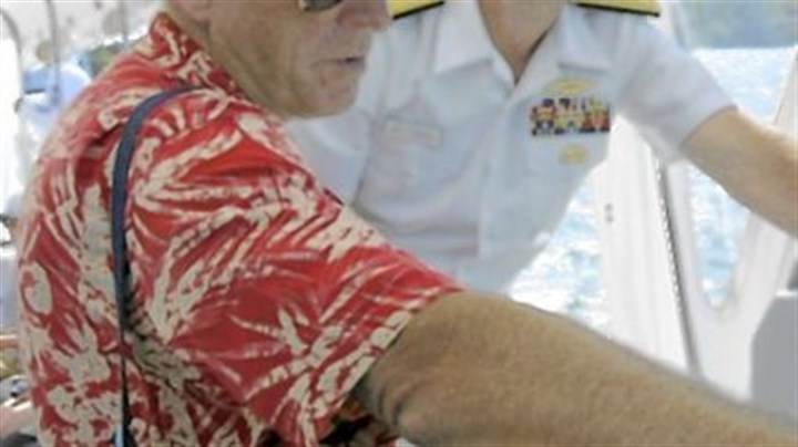 Greenert with Buffett Jimmy Buffett with Adm. Jonathan W. Greenert, vice chief of naval operations