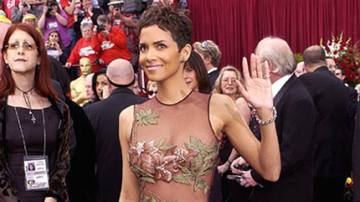 Halle Berry Halle Berry arrives at the Academy Awards in 2002. This gown by Elie Saab made him an overnight sensation.