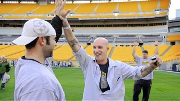 Heroes at Heinz Field Steelers kicker Jeff Reed, left, celebrates with Army Sgt. Rob Bush, 35, of Grove City, after Sgt. Bush kicked an extra point. He served in Iraq in 2003 and 2005. See the photo journal Heroes at Heinz for more images.