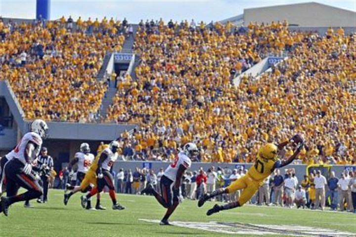 j thompson wvu West Virginia wide reciever Jordan Thompson hauls in a pass during a game against Oklahoma State in September.