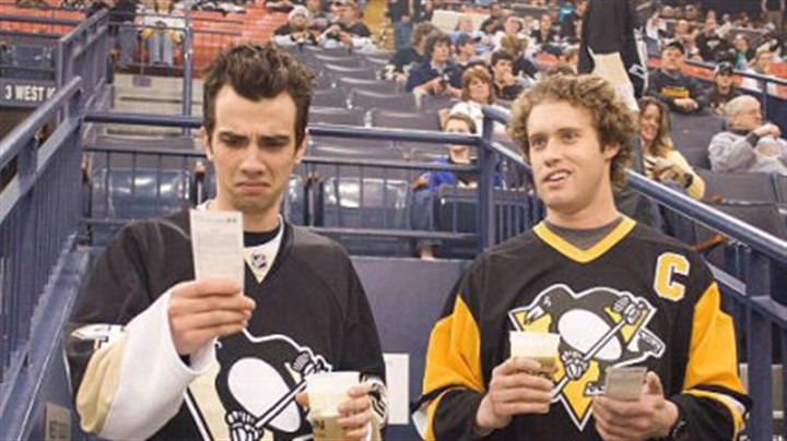 Jay Baruchel Kirk (Jay Baruchel, left) works as a TSA agent with former high school buddy Stainer (T.J. Miller, right). Here, they're seen in Mellon Arena at a Penguins game.