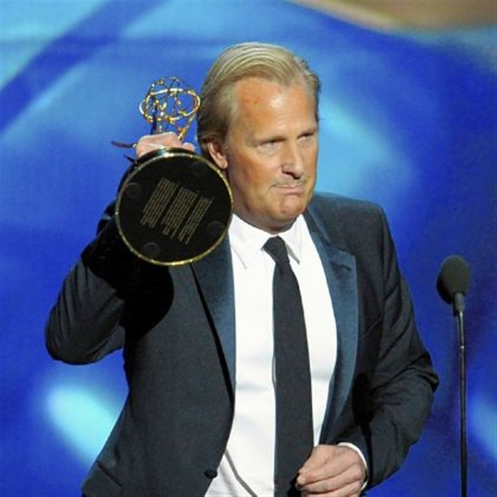 Jeff Daniels at 2013 Emmys Jeff Daniels accepts his Emmy for best lead actor in a drama series.