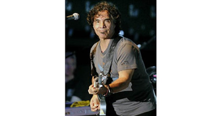 John Oates John Oates on the guitar at Stage AE.