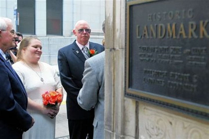 Karen Honacher and Dave McGee Karen Honacher and Dave McGee, center, wait to be married under the Kaufmann's clock on Fifth Avenue and Smithfield Street on Sunday afternoon. Mr. McGee is a horologist who renovated the clock in 1998.