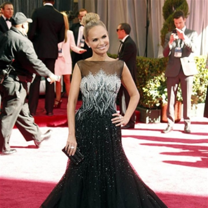 Kristin Chenoweth Kristin Chenoweth was a 2013 addition to ABC's red-carpet coverage of the 85th Academy Awards.