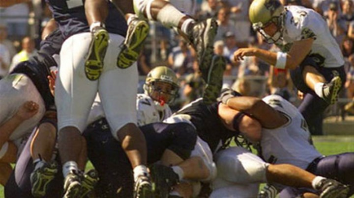 Lavar Arrington Penn State's Lavar Arrington (11) blocks a field goal try from Pitt's Nick Lotz, right, in the final minute of the 1999 rivalry game in State College. Penn State won, 20-17.