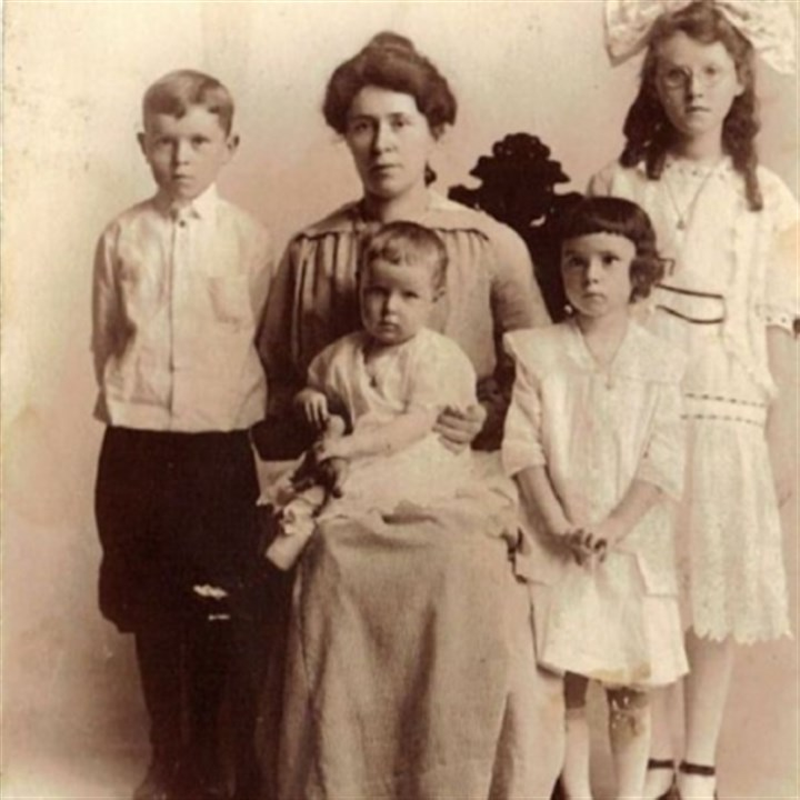 Mary Brennan McFadden with her children Mary Brennan McFadden with her children. The oldest child is Marg, followed by Dan, Lib and Helen.