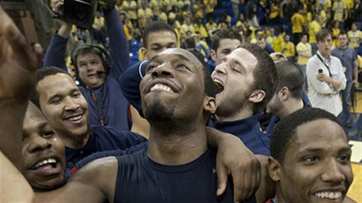 Mezie Nwigwe Robert Morris gaurd Mezie Nwigwe, center, celebrates with his teammates.