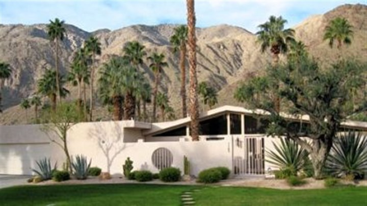 Palm springs a pleasing mix from low to high pittsburgh for New modern homes palm springs