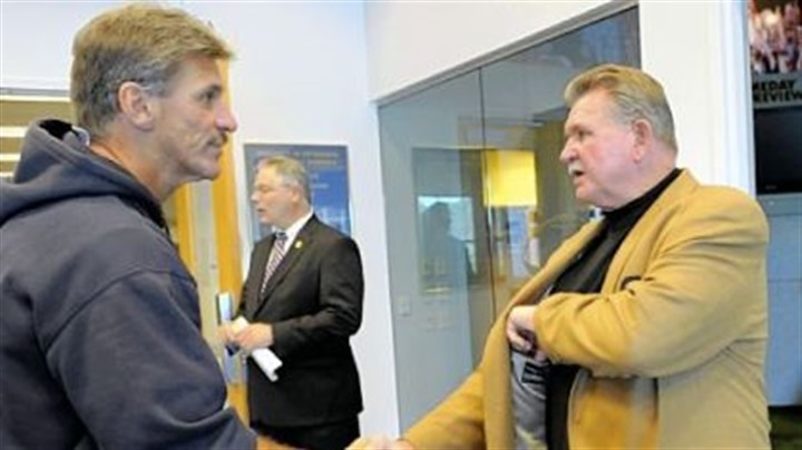 Mike Ditka Pitt coach Dave Wannstedt greets Pitt great Mike Ditka yesterday at the team's South Side practice facility.
