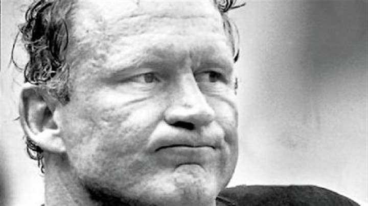 Mike Webster Mike Webster == Steelers Hall of Fame center suffered from amnesia, dementia and depression before dying in 2002 at age 50.