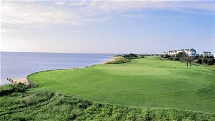 Nags Head Golf Links At Nags Head Golf Links, the 583-yard, par-5 18th, has a rolling, mostly flat fairway bordered by Roanoke Sound.