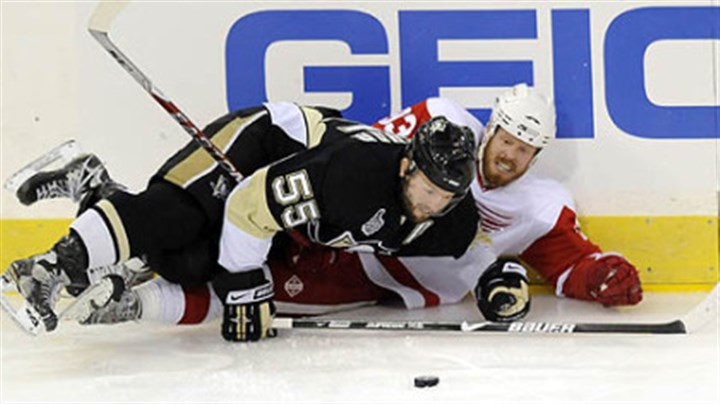 Penguins Sergei Gonchar and Red Wings Johan Franzen Penguins Sergei Gonchar and Red Wings Johan Franzen fight for the puck along the boards in the first period tonight at Mellon Arena.