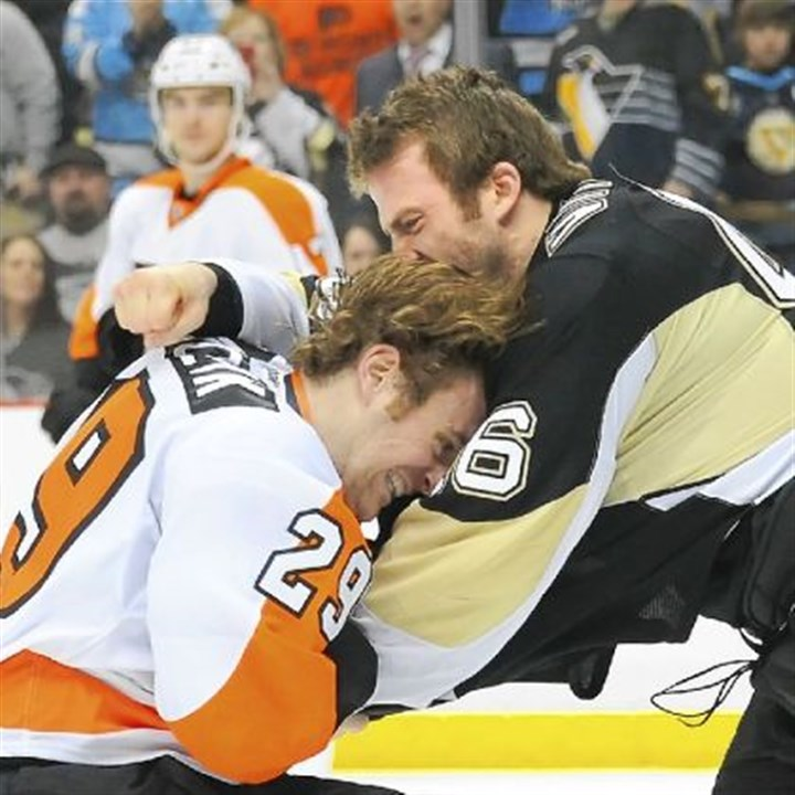 pennot2 Joe Vitale fights with the Flyers' Harry Zolnierczyk in 2012. Vitale started off the preseason in the same fashion, fighting on Sunday with Columbus' James Wisniewski.