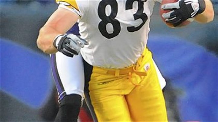 Picks up 17 yards Steelers tight end Heath Miller picks up 17 yards in the second quarter.