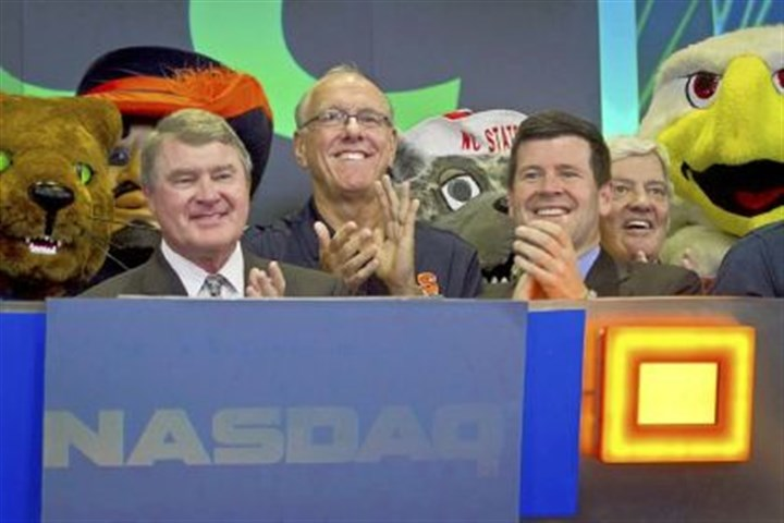 pittacc ACC commissioner John Swofford, left, Syracuse basketball coach Jim Boeheim, second from left, NASDAQ head of listings Bob McCooey, second from right, and Virginia Tech football coach Frank Beamer at the conference expansion ceremony Monday in New York.