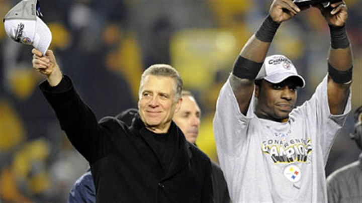 Rashard Mendenhall and Art Rooney II Steelers president Art Rooney II and running back Rashard Mendenhall.