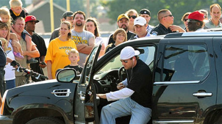 Roethlisberger at Ambridge Ben Roethlisberger arrives at Ambridge Area High School stadium yesterday evening.