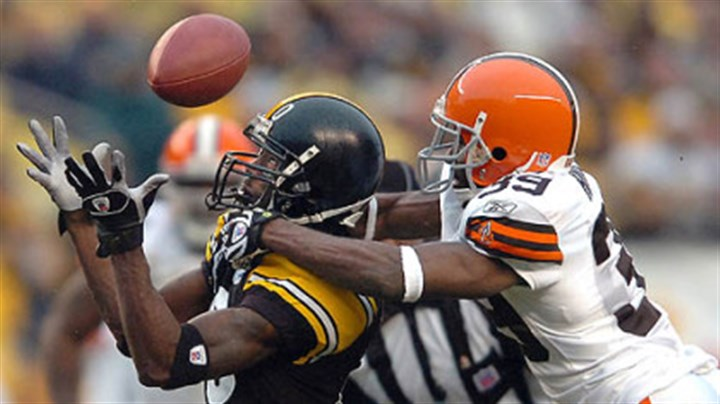 Santonio Holmes and Browns Daven Holly Browns' cornerback Daven Holly breaks up a pass to wide receiver Santonio Holmes in the 4th quarter. (vs. Browns 11/11/07)