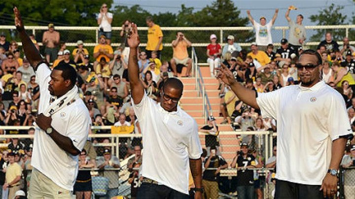 Saying good-bye to the game From left, Joey Porter, Willie Parker and Marvel Smith wave to the crowd Friday night at Latrobe Stadium as they retire as Steelers.